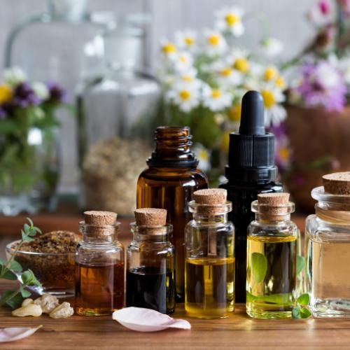 Wir verwenden natürliche ätherische Öle und Mazerate.